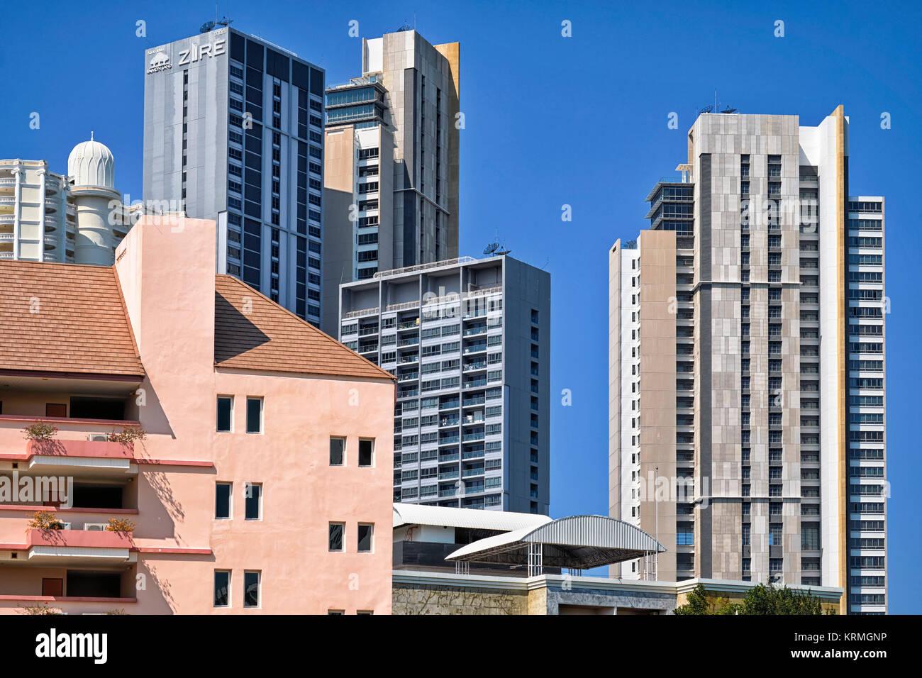 L'architecture moderne. Des tours d'appartements et de condominiums Pattaya en Thaïlande, en Asie du sud-est Banque D'Images