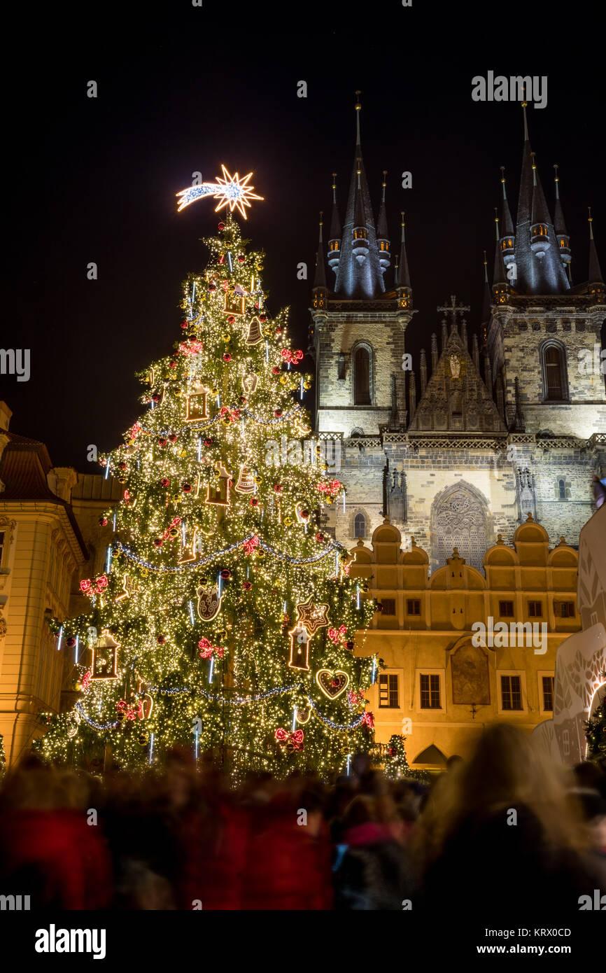 Arbre de Noël à la place de la Vieille Ville à Prague Photo Stock