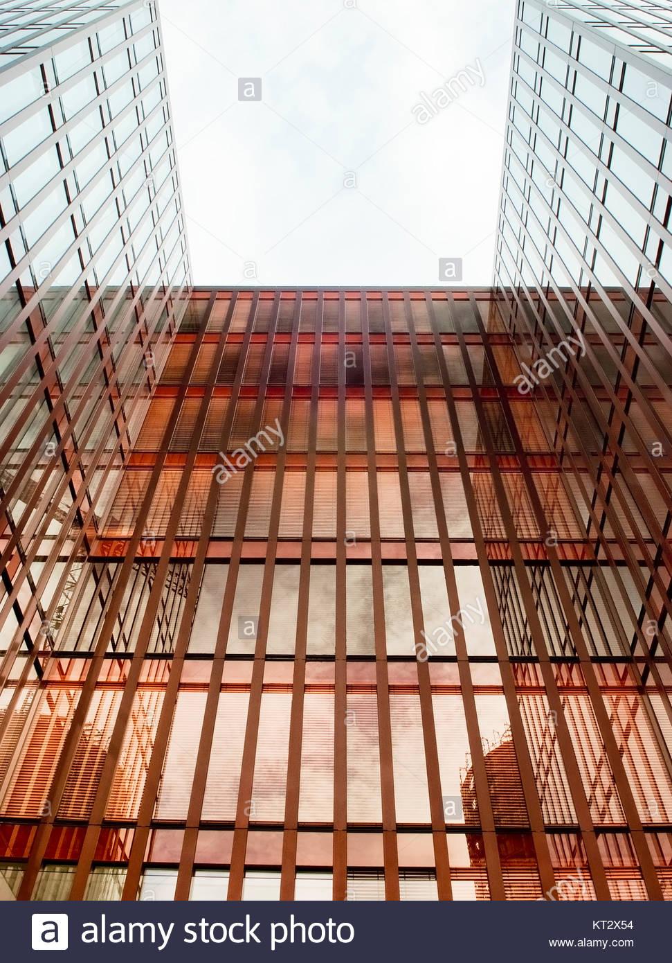 Gratte-ciel moderne en verre, de concepts d'affaires financières, de l'économie. Photo Stock