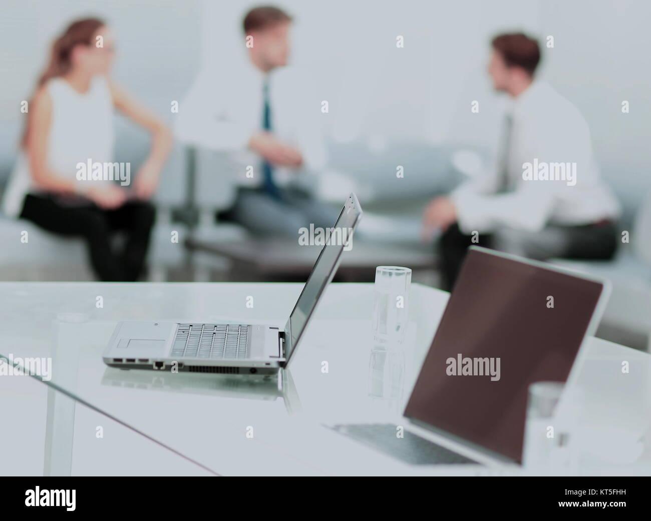 Close up image d'une entreprise les personnes travaillant dans un bureau moderne Photo Stock