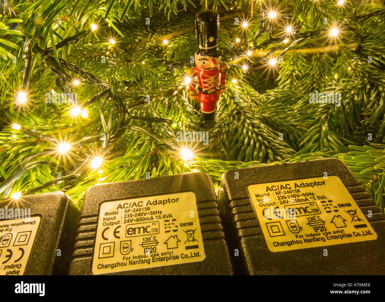 Fée de Noël s'allume indiquant la cote de sécurité IP 20 et d'autres symboles de sécurité Photo Stock