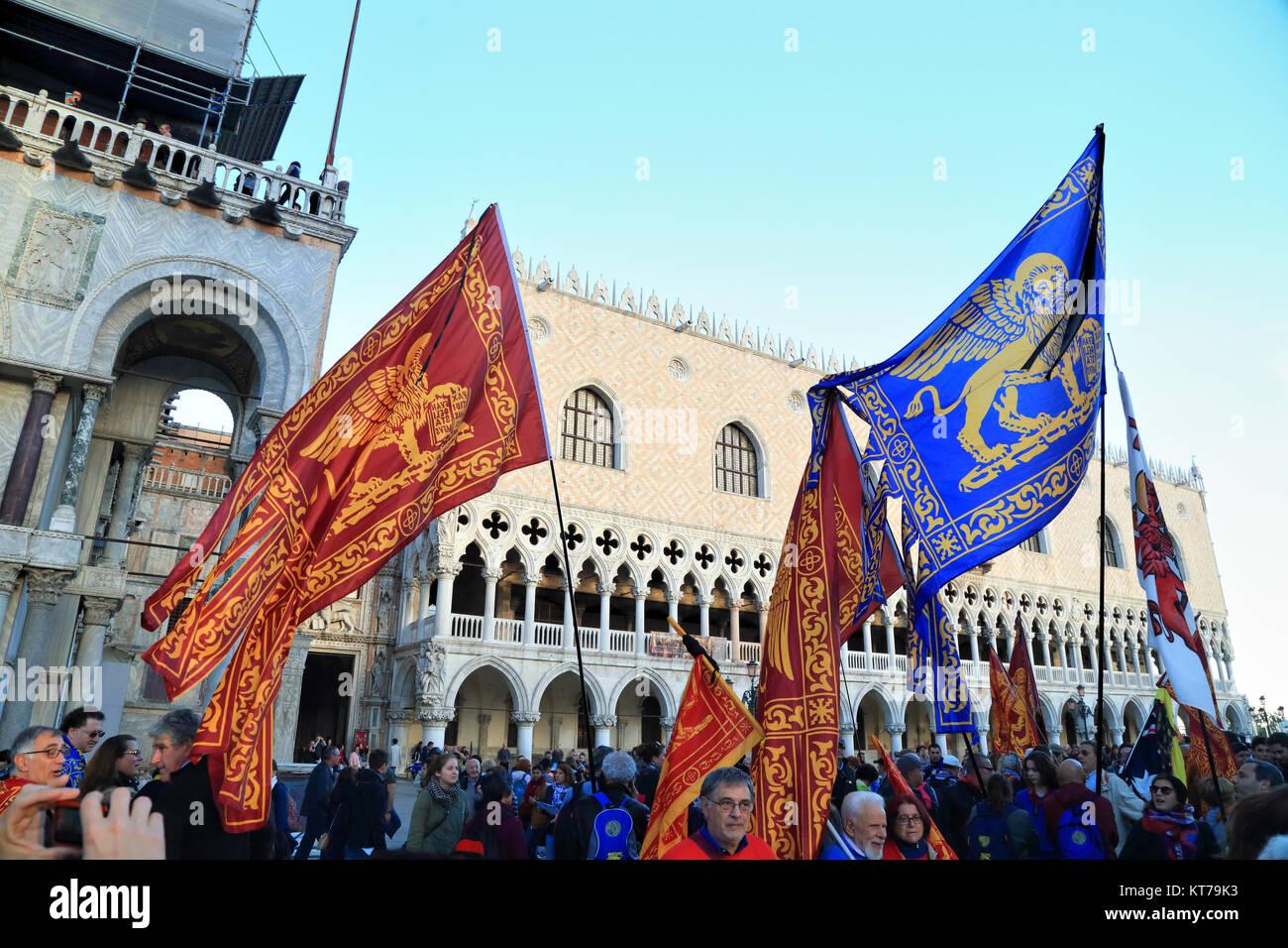 Les drapeaux de l'indépendance de Venise vénitien de démonstration Photo Stock