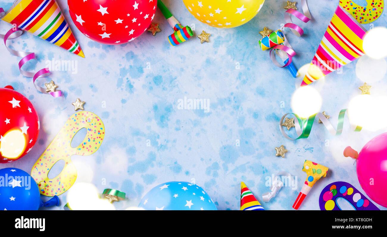 carnaval de couleurs vives ou de la partie du cadre de sc u00e8ne de ballons  serpentins et confettis