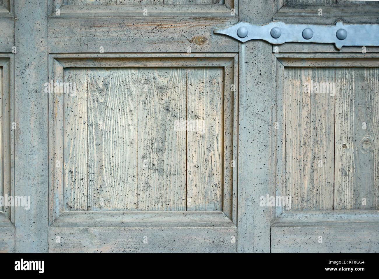 Vieille Porte En Bois Ancienne charnière de porte ancienne sur la vieille porte en bois