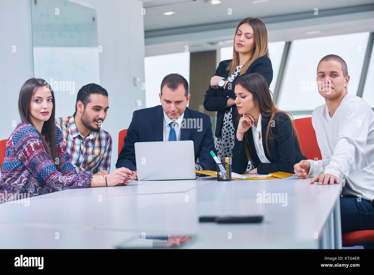 Jeune entreprise de jeunes créateurs à la réunion du groupe de