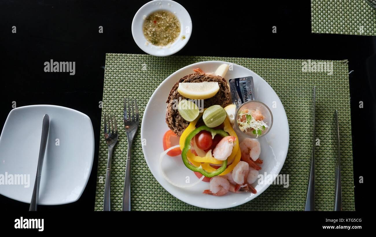 Excellent hôtel, dîner au restaurant gastronomique BEAU Millennium Hilton flux avec une vue sur la rivière Photo Stock