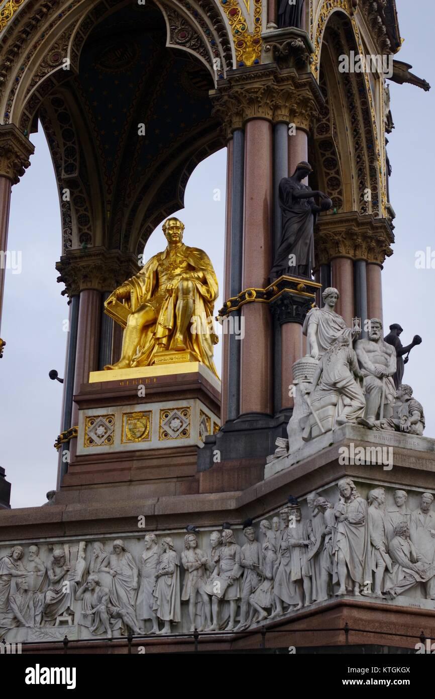 L'Albert Memorial, Prince Consort National Memorial, Les Jardins de Kensington, Londres, Grande-Bretagne. Monument Banque D'Images