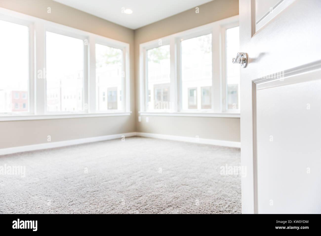 Chambre vide en entrée de nouveaux appartement de luxe moderne avec ...