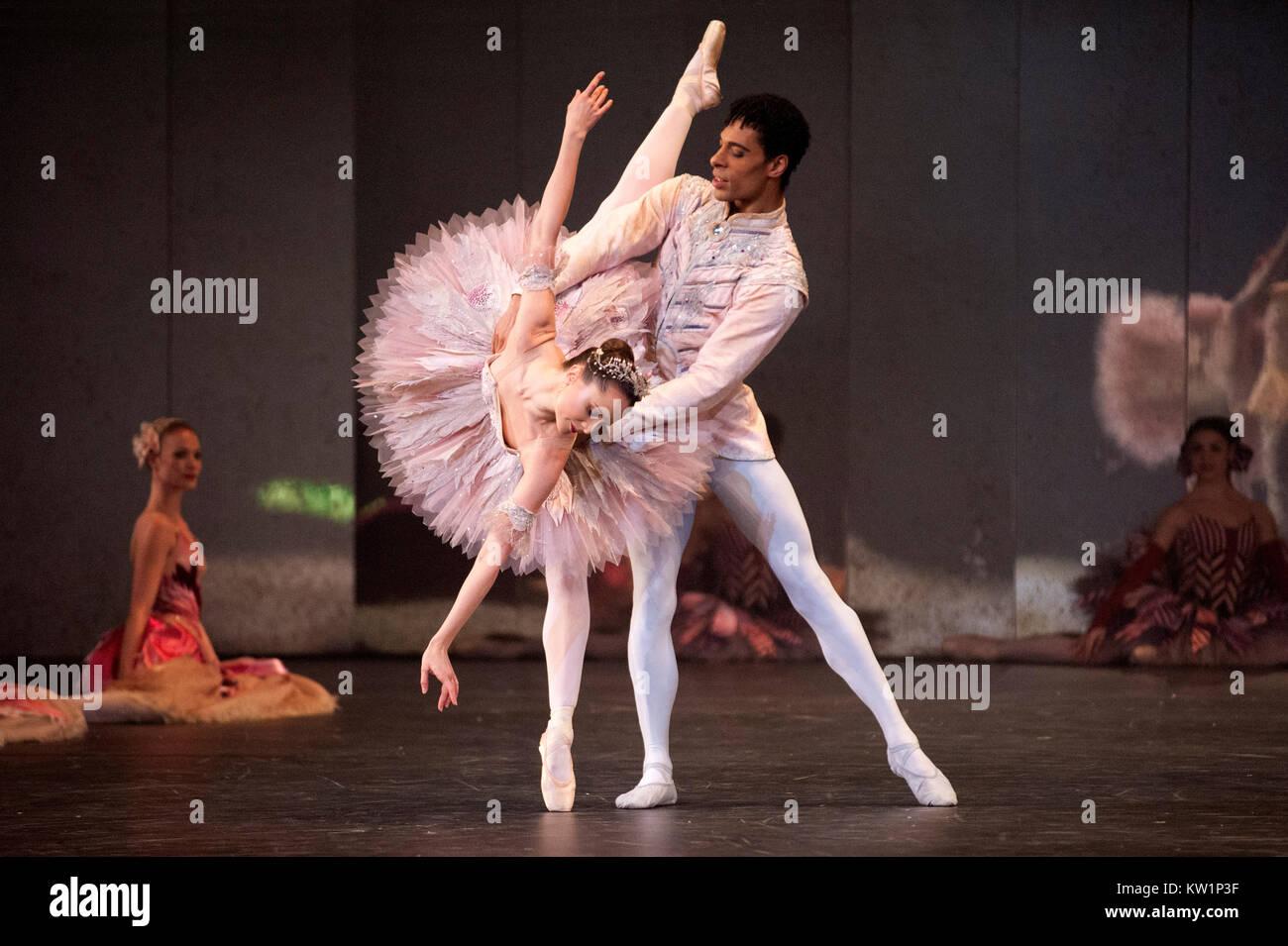 Birmingham Royal Ballet apporte son favori, Noël Casse-Noisette, au Royal Albert Hall pour la première Photo Stock