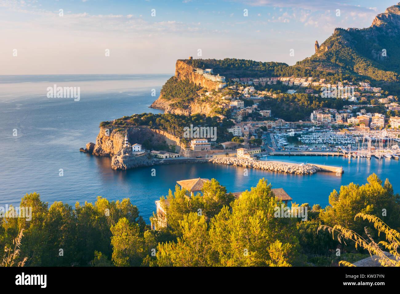 High Angle View sur le Port de Soller, Majorque, Îles Baléares, Espagne au coucher du soleil Photo Stock
