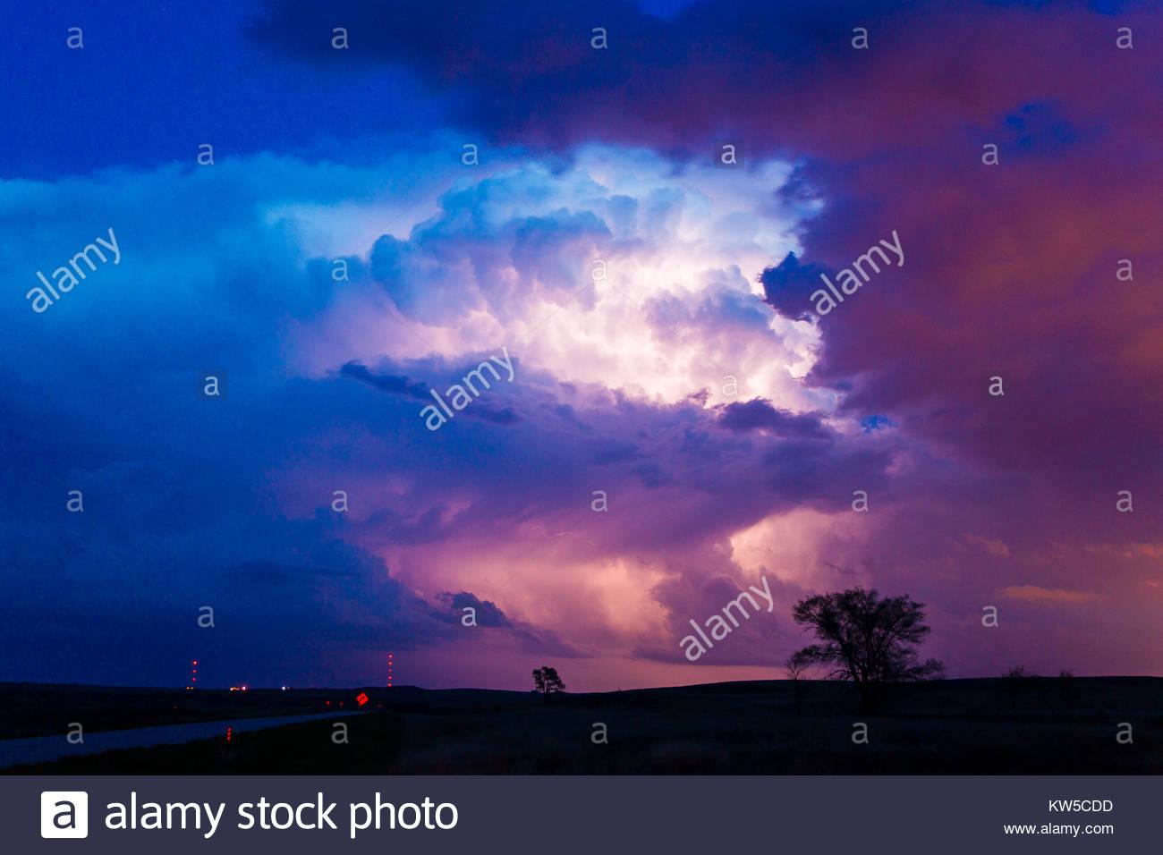 Un orage spectaculaire et dangereux dans le Nebraska. Photo Stock