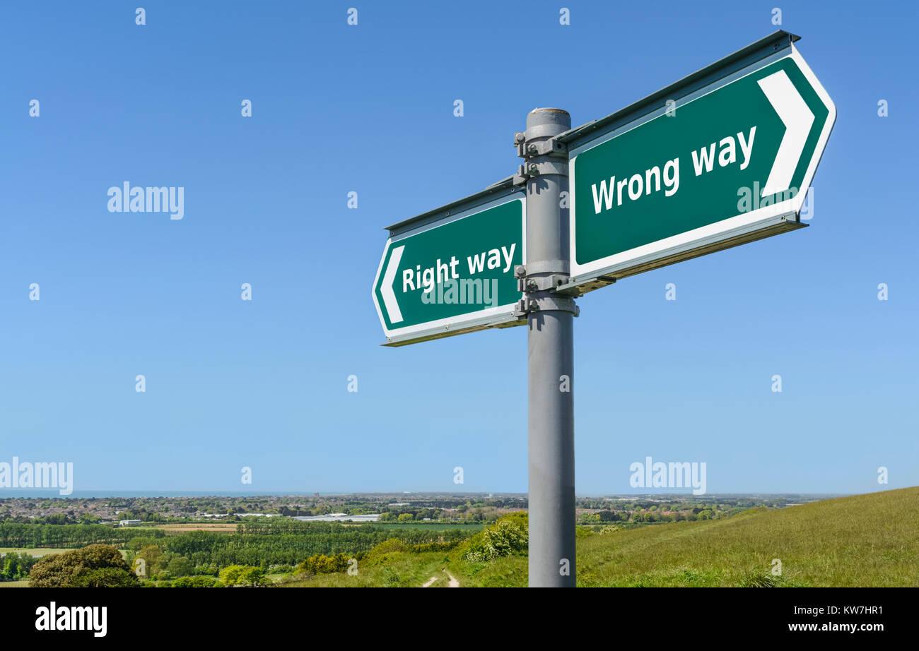 Bonne ou mauvaise façon concept signe. Bonne ou mauvaise direction panneau. Photo Stock