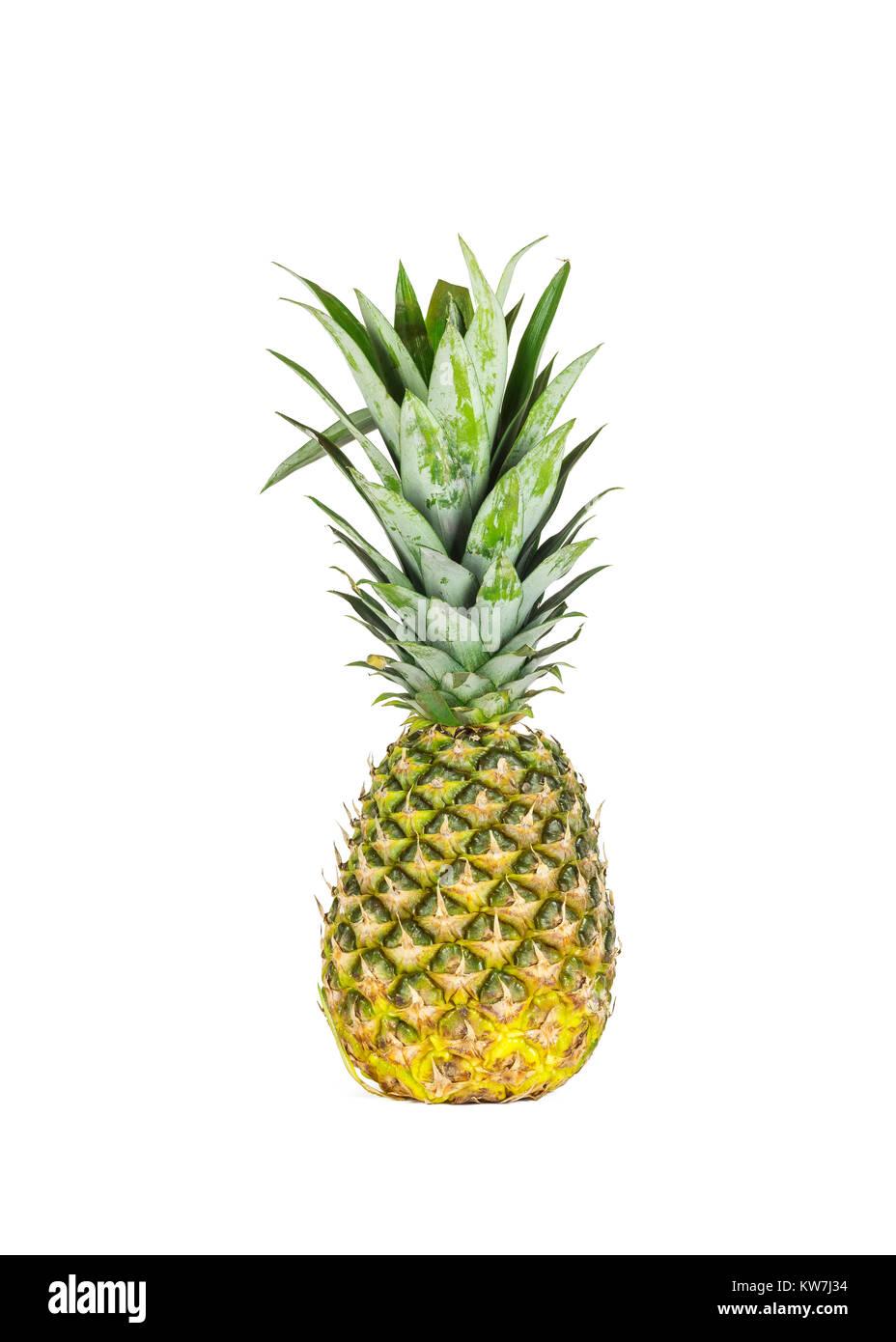 Sur un fond blanc il y a un gros ananas mûrs Photo Stock