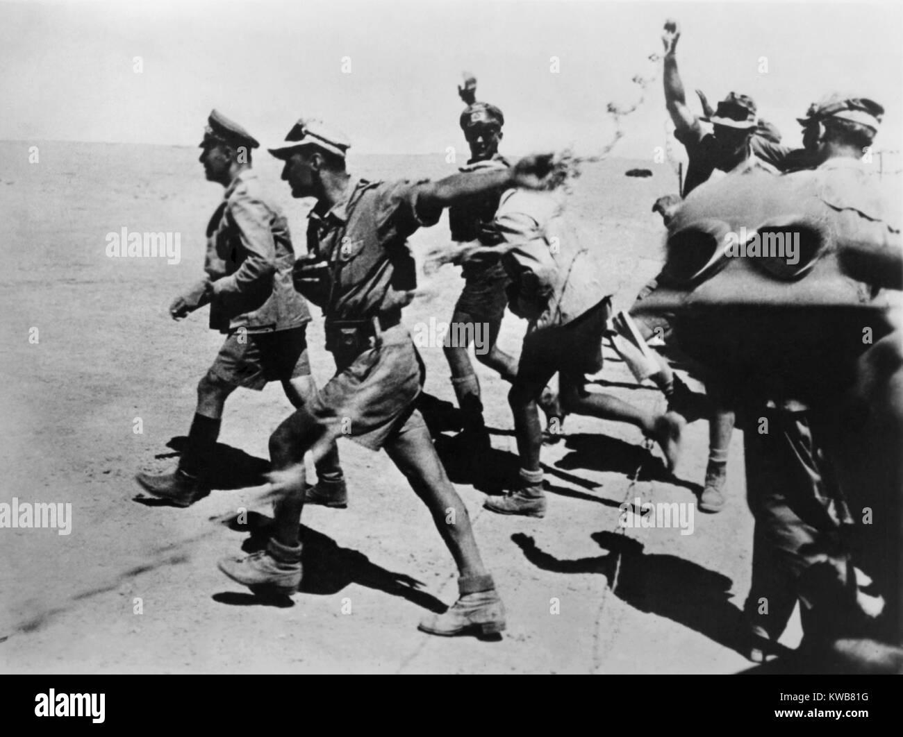 Général Erwin Rommel dans le désert près de El-Alamein, avec ses troupes. 1-9 novembre, 1942. L'Afrique du Nord Banque D'Images