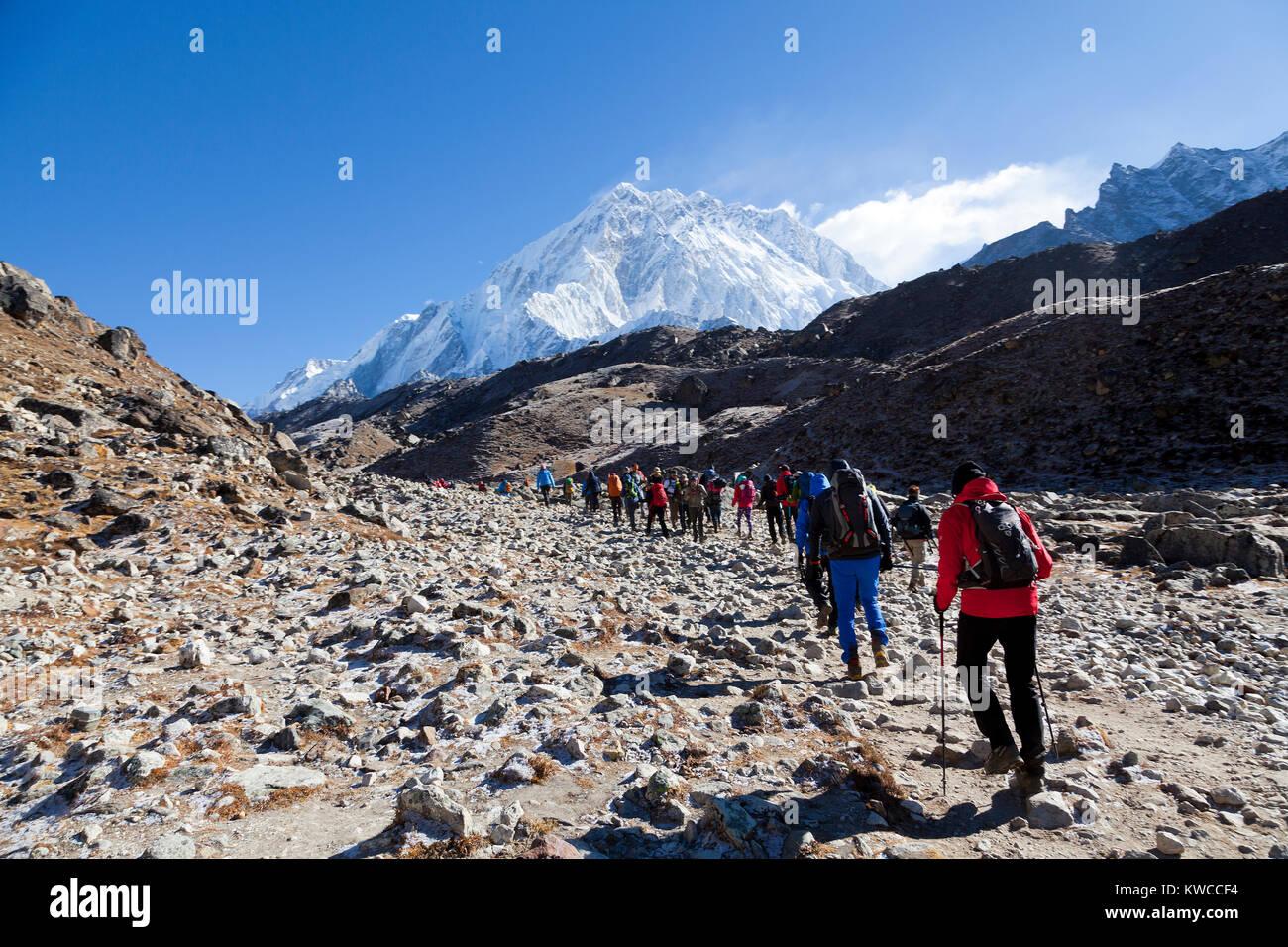 Monts Everest et Lothse, façon de camp de base de l'Everest Photo Stock
