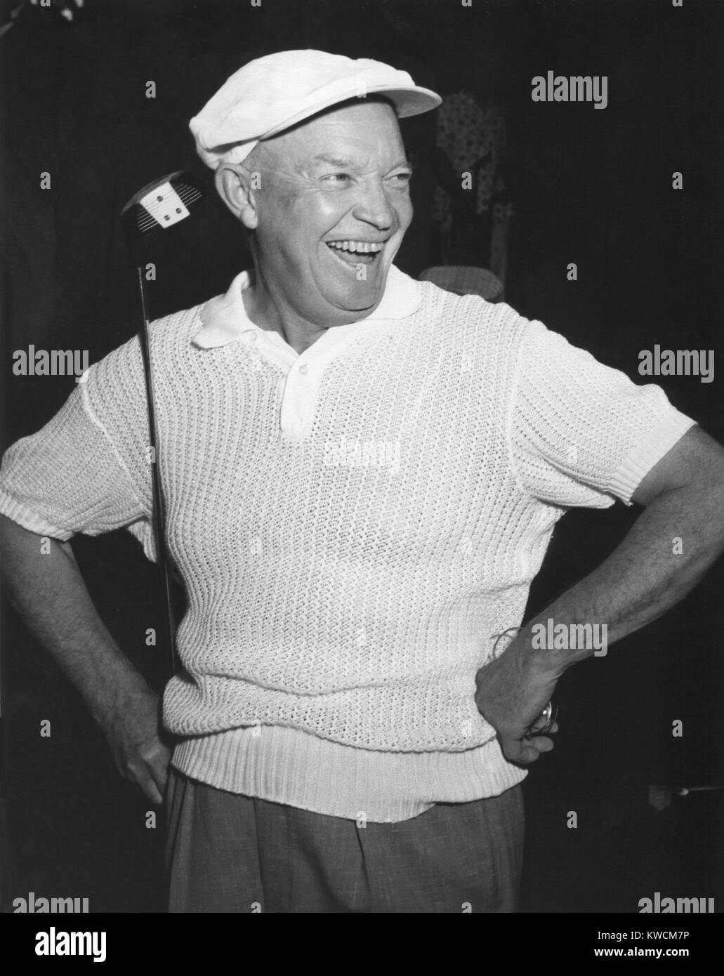 Le président Dwight Eisenhower souriant alors que le golf. Ca. 1954. - BSLOC__2014 (14_33) Banque D'Images