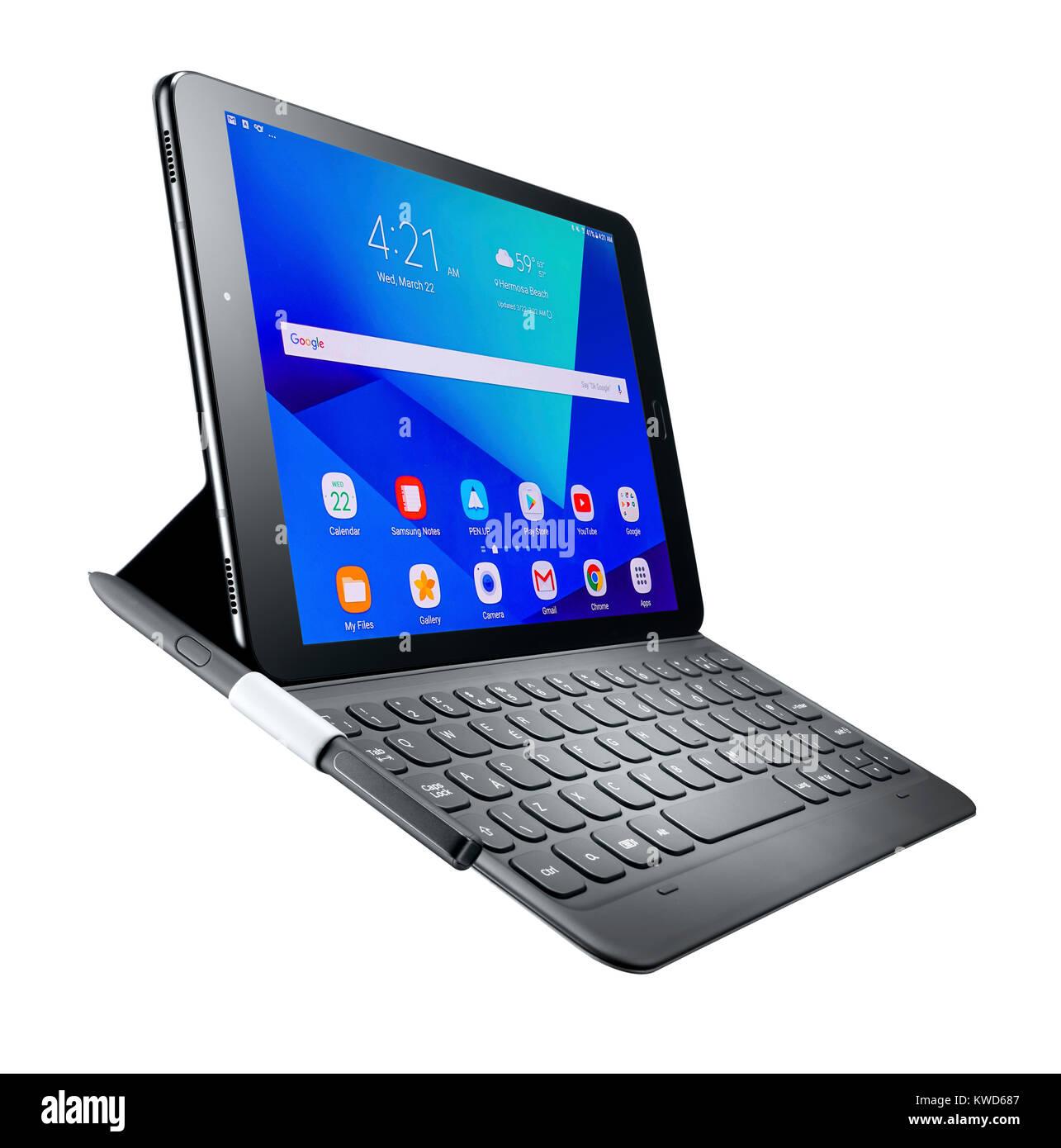 Un plan dynamique d'une tablette, la plume et le clavier Photo Stock