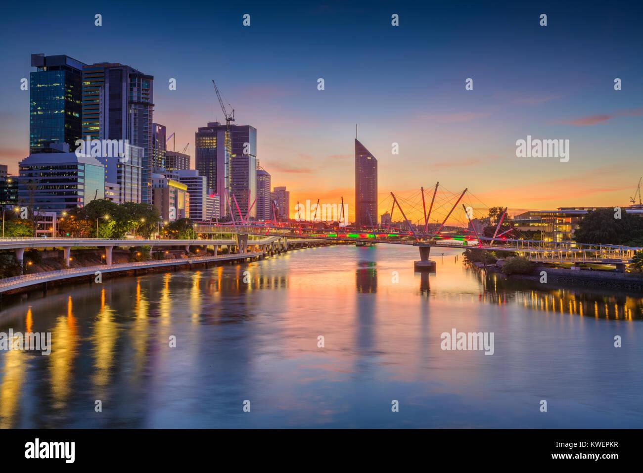 Brisbane. Cityscape image de Brisbane, Australie au cours de l'horizon lever du soleil spectaculaire. Banque D'Images