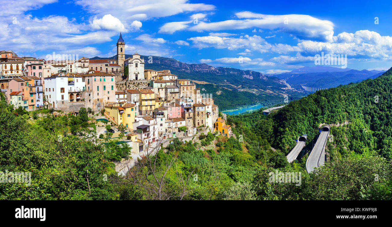 Colledimezzo picturale village,vue panoramique,Abruzzo,Italie. Photo Stock