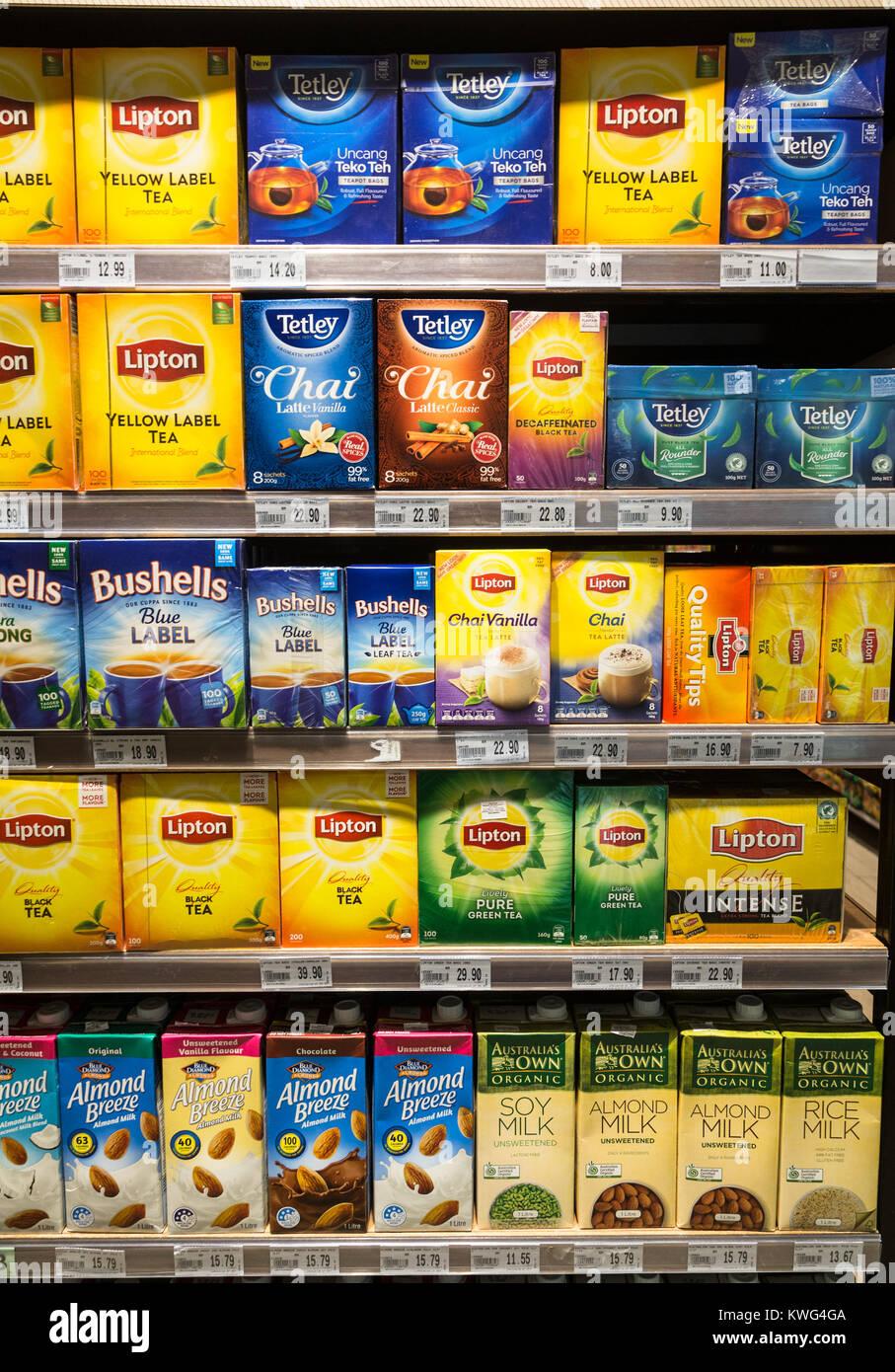 KUALA LUMPUR, MALAISIE - le 22 décembre 2017: les boîtes de sachets de thé Lipton ou Tetley Photo Stock