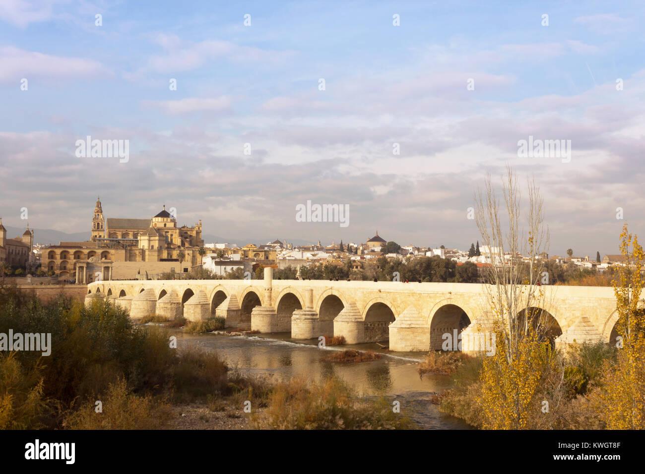 Cordoue Andalousie Espagne Le Pont Romain De Traverser La