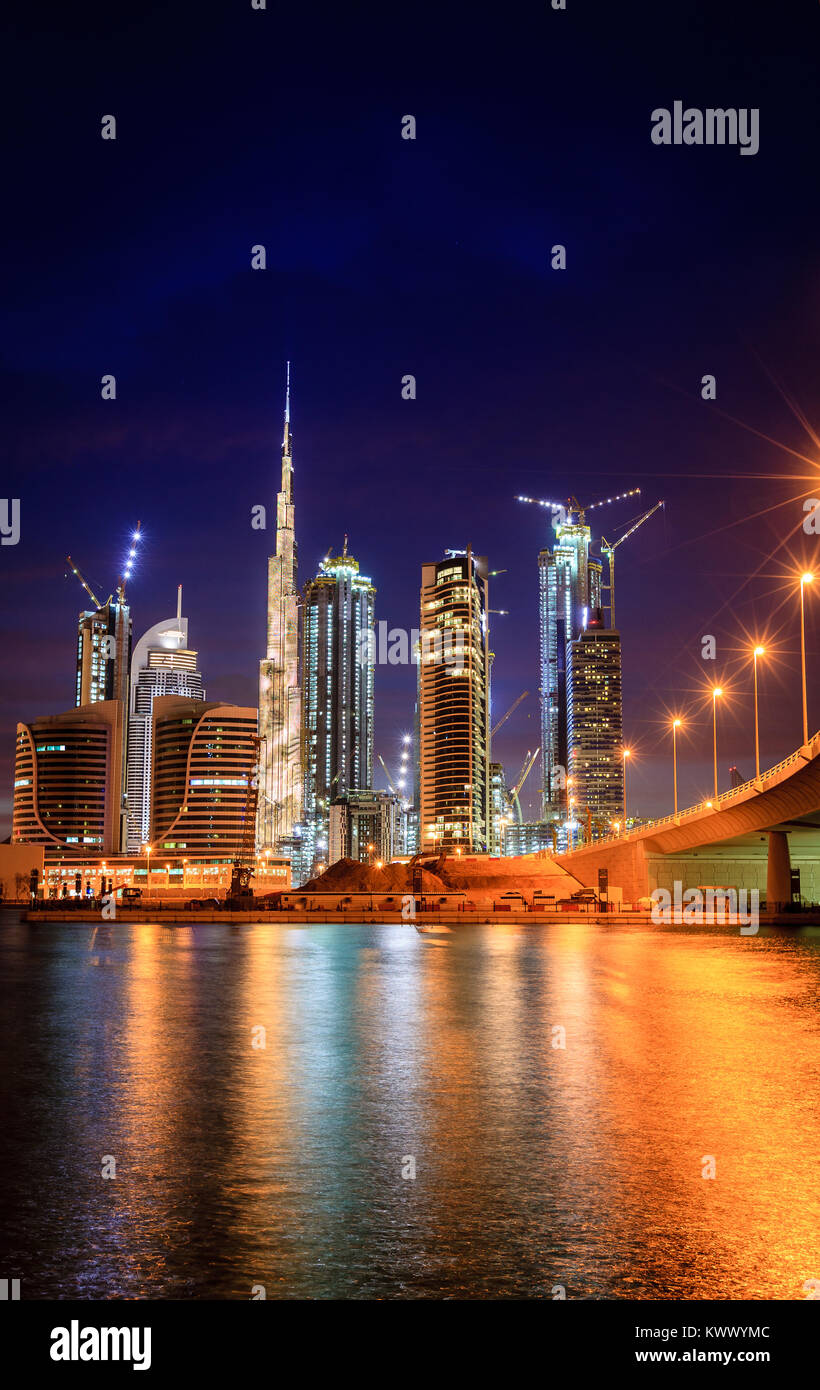 Vue sur Dubai downtown skyline at night Photo Stock