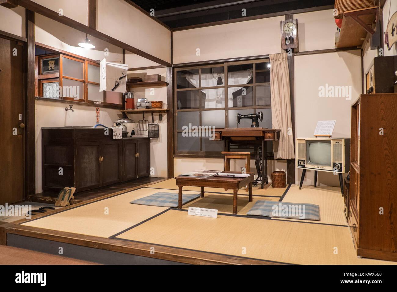 le japon tokyo int rieur d 39 une maison traditionnelle japonaise dans le quartier de ueno. Black Bedroom Furniture Sets. Home Design Ideas