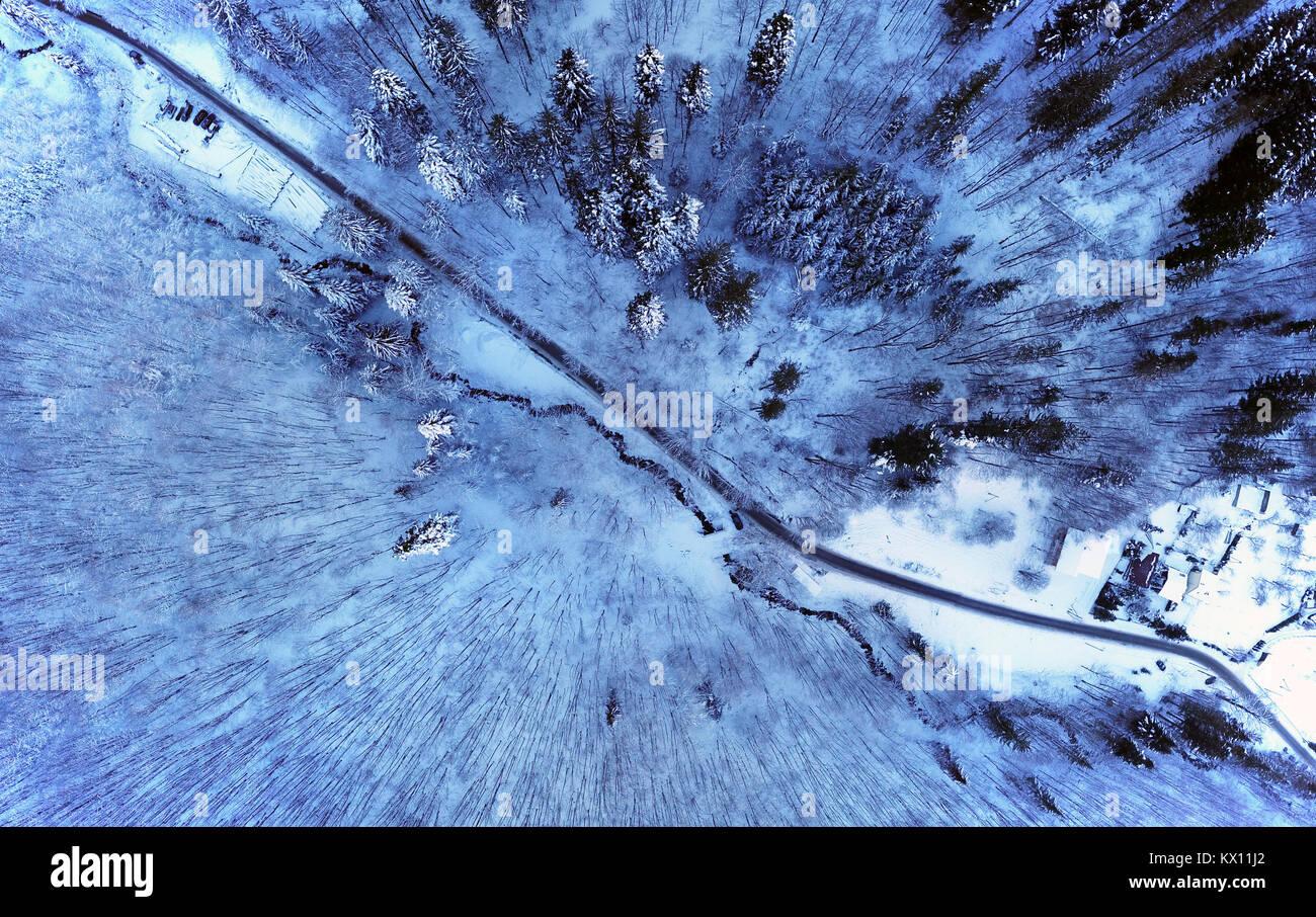 Route de montagne d'hiver. Photo Stock