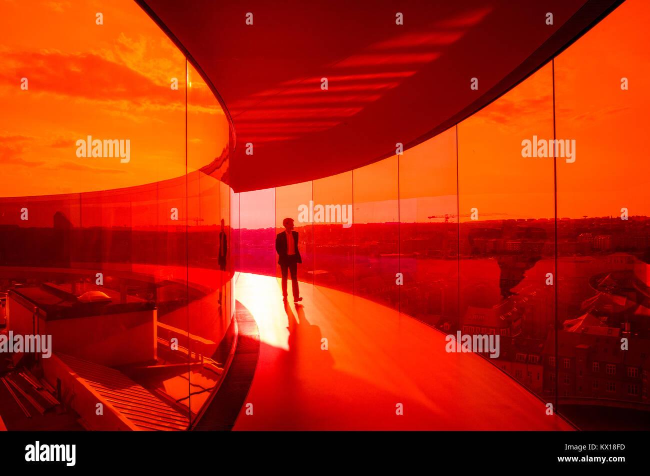 Les visiteurs apprécient votre panorama Arc-en-ciel d'Aarhus, au Musée d'Art Aros. Le musée Photo Stock