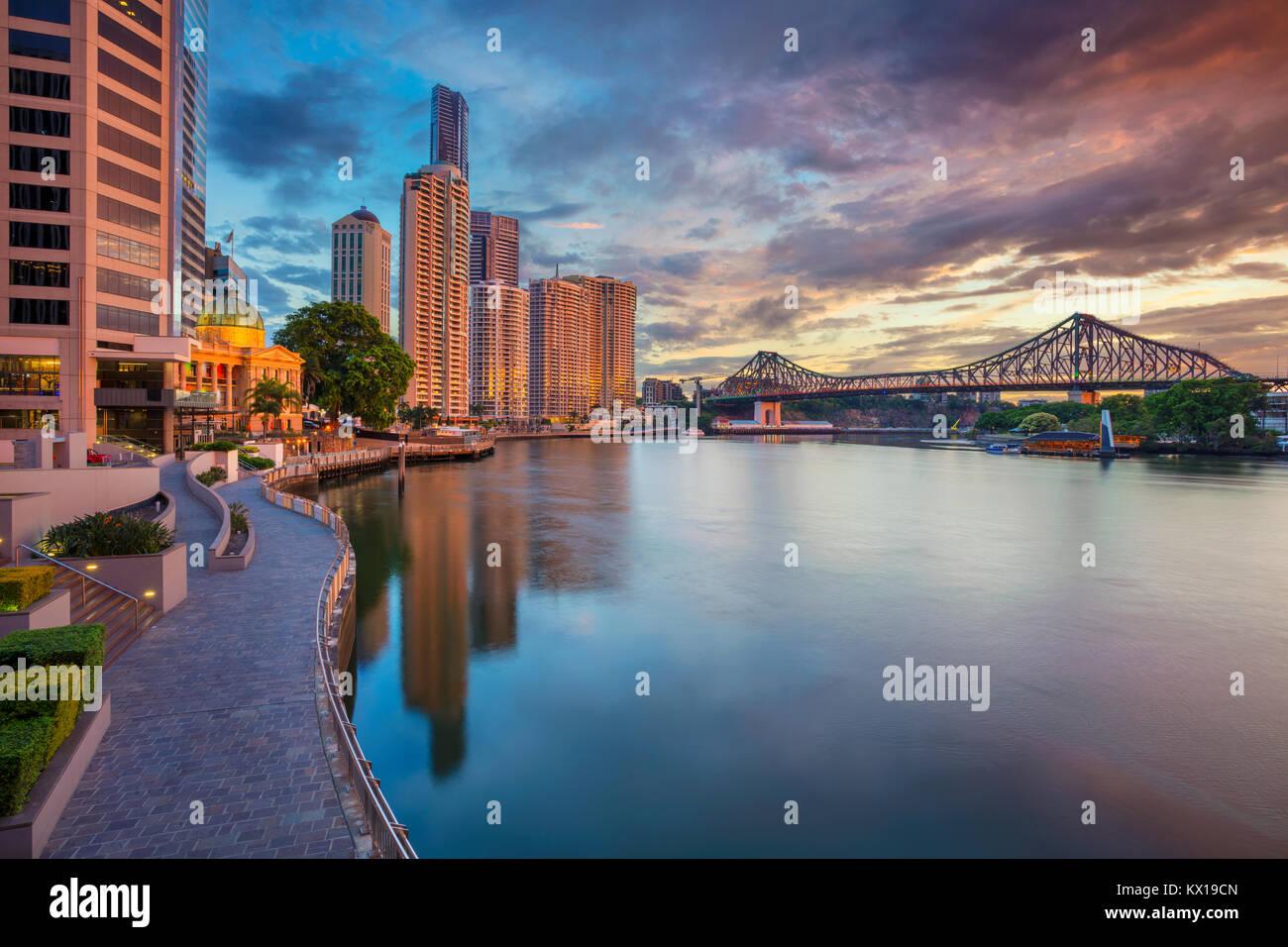 Brisbane. Cityscape image de Brisbane, Australie skyline pendant le lever du soleil. Photo Stock