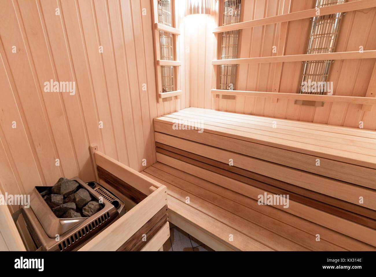 Construire Un Sauna Finlandais infrared sauna photos & infrared sauna images - alamy