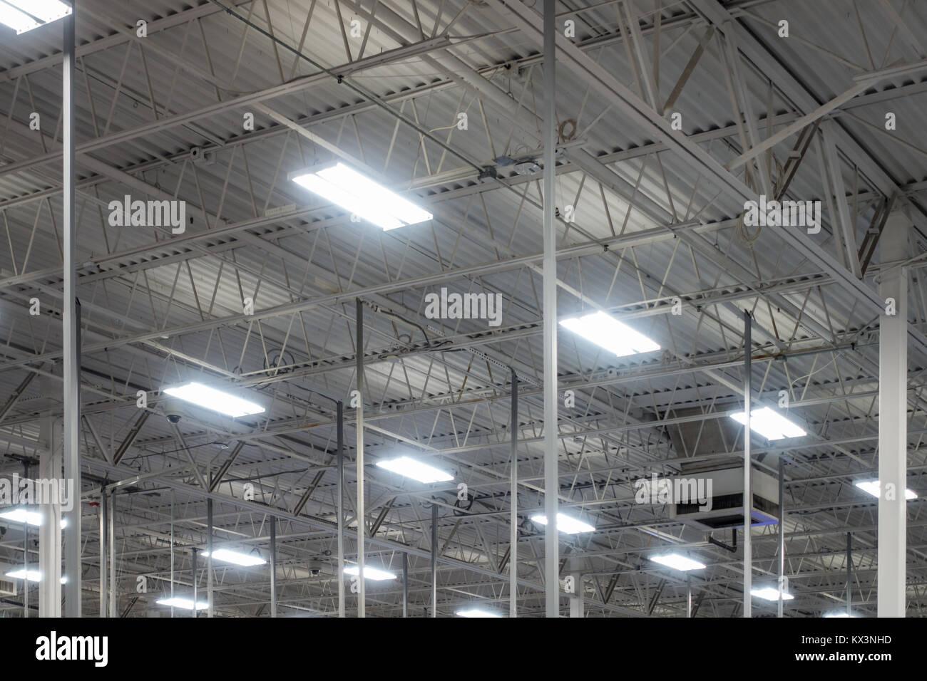 Plafond De L Entrepot Industriel Eclairage Ampoules Fluorescentes