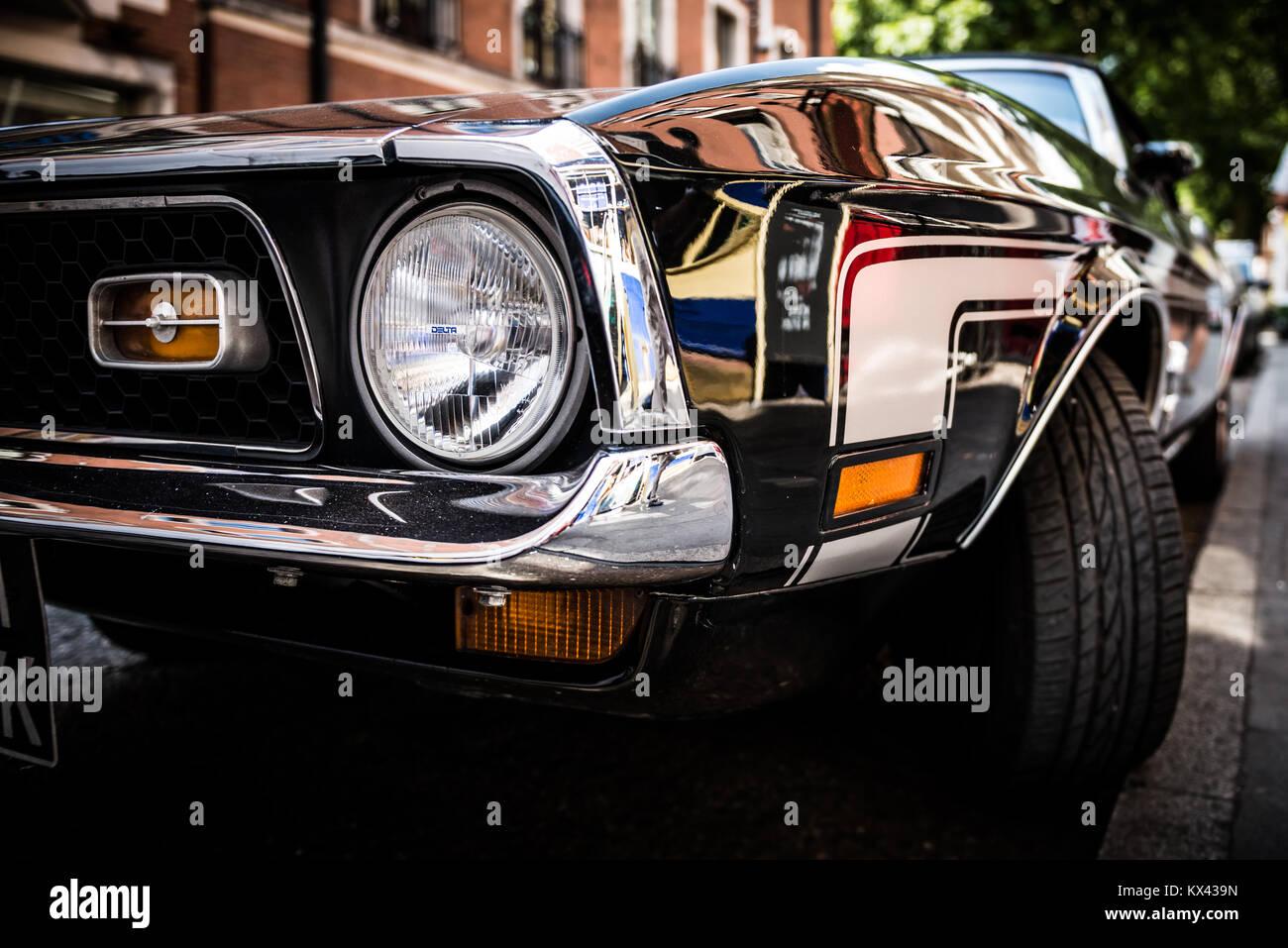 Ford Mustang garée sur une rue de Londres Banque D'Images