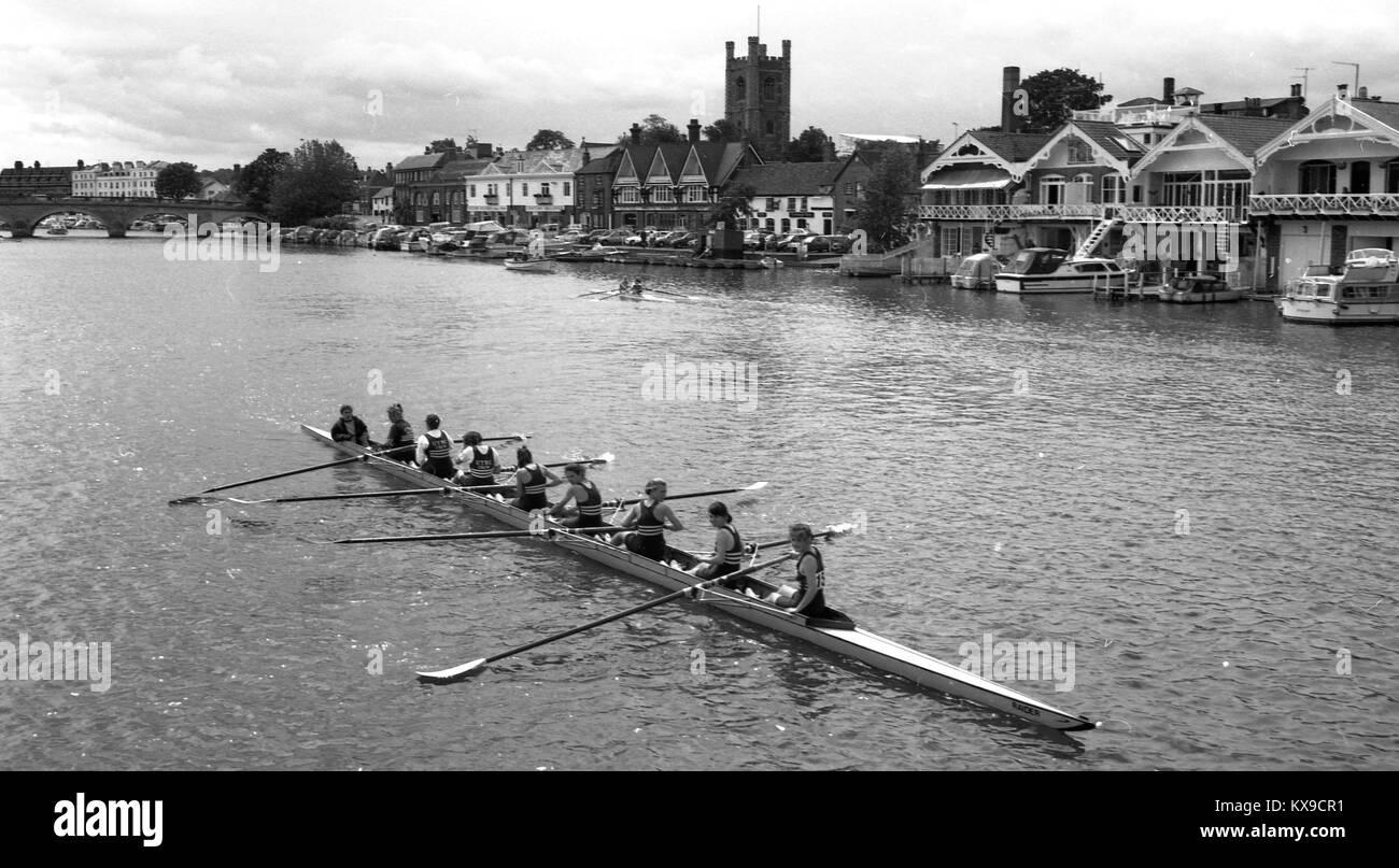 Juillet 1990, Henley on Thames, Oxfordshire, Angleterre. Henley Royal Regatta scène sur la Tamise. 8 Une femme Photo Stock