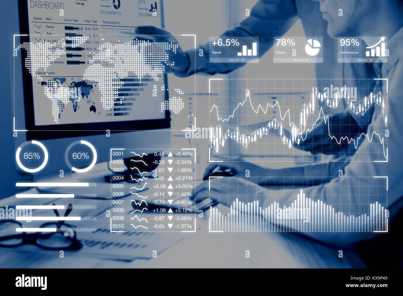 Les tableaux de bord d'analyse d'affaires de concept avec des indicateurs de performance clés (KPI) et deux personnes analyse des ventes ou le marketing numérique des données sur compu Banque D'Images