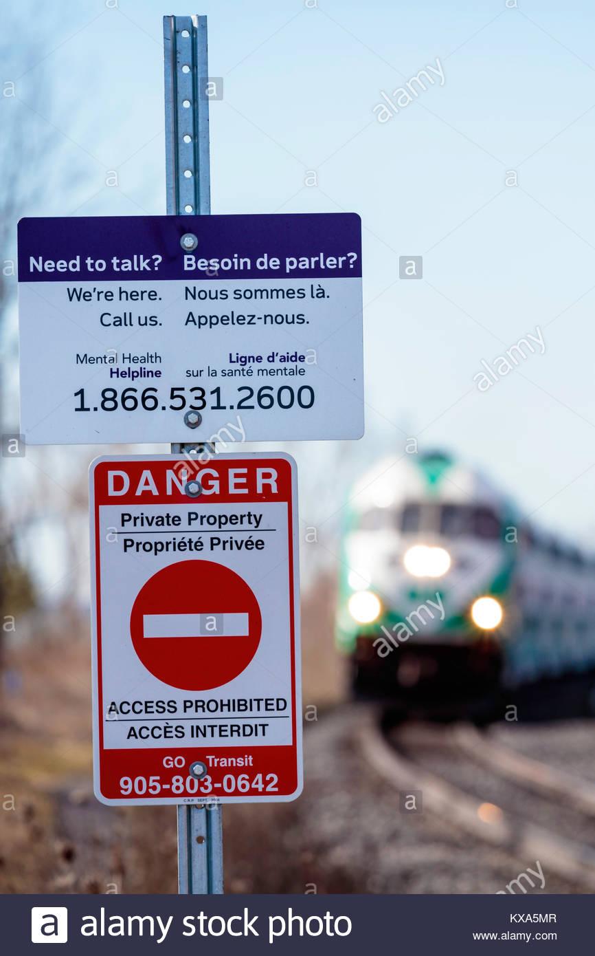 La prévention du suicide au passage à niveau pour prévenir le suicide en train en Ontario Canada Photo Stock