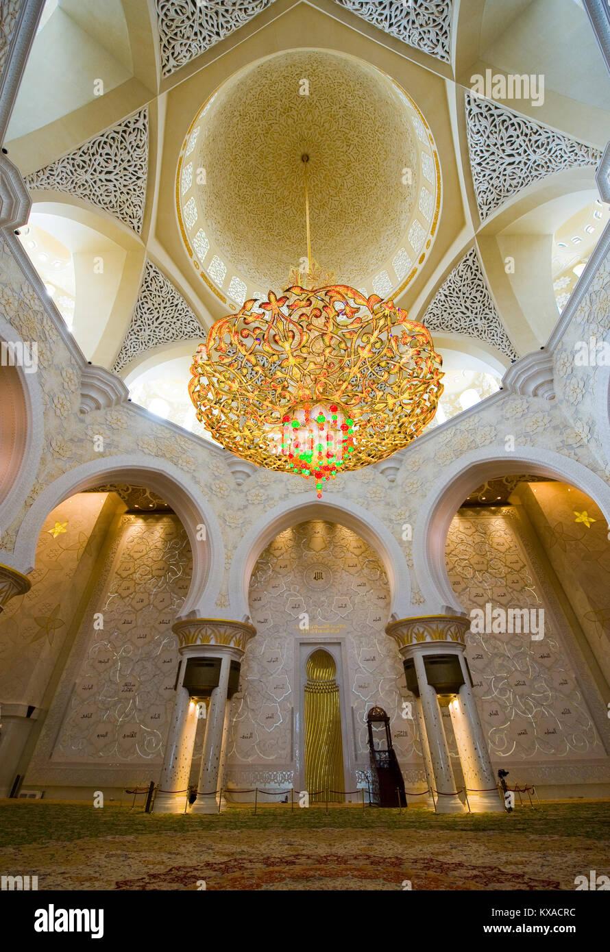 Intérieur de la mosquée Sheikh Zayed à Abu Dhabi. C'est la plus grande mosquée du pays. Photo Stock