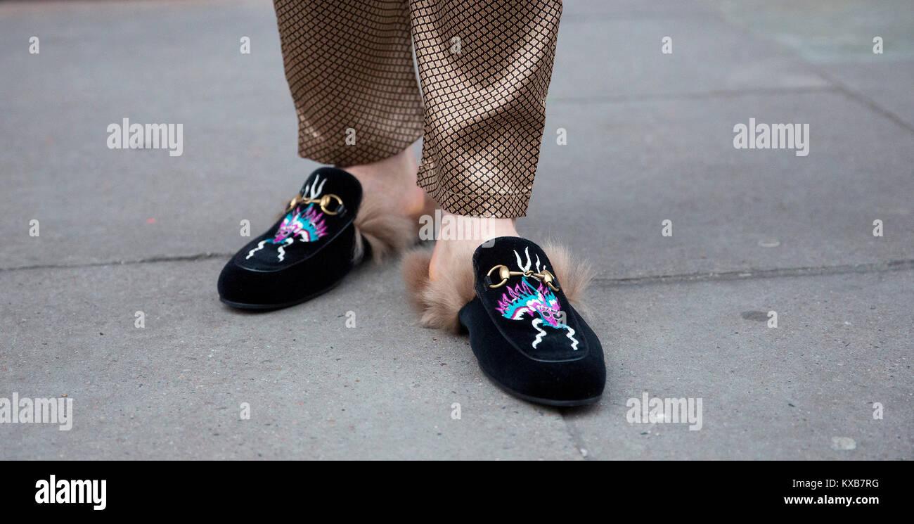 aab1259d78e17f Footballeur professionnel espagnol Hector Bellerin porte des chaussures  Gucci au cours de l automne  hiver 2018 Semaine de la mode en dehors de la  BFC Voir ...