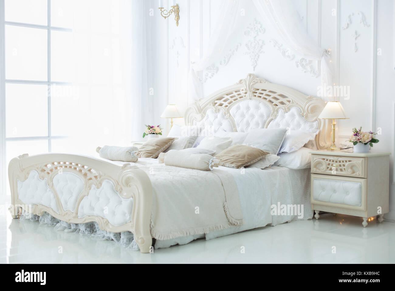 Decoration De La Chambre A Coucher Dans Le Style Rococo De