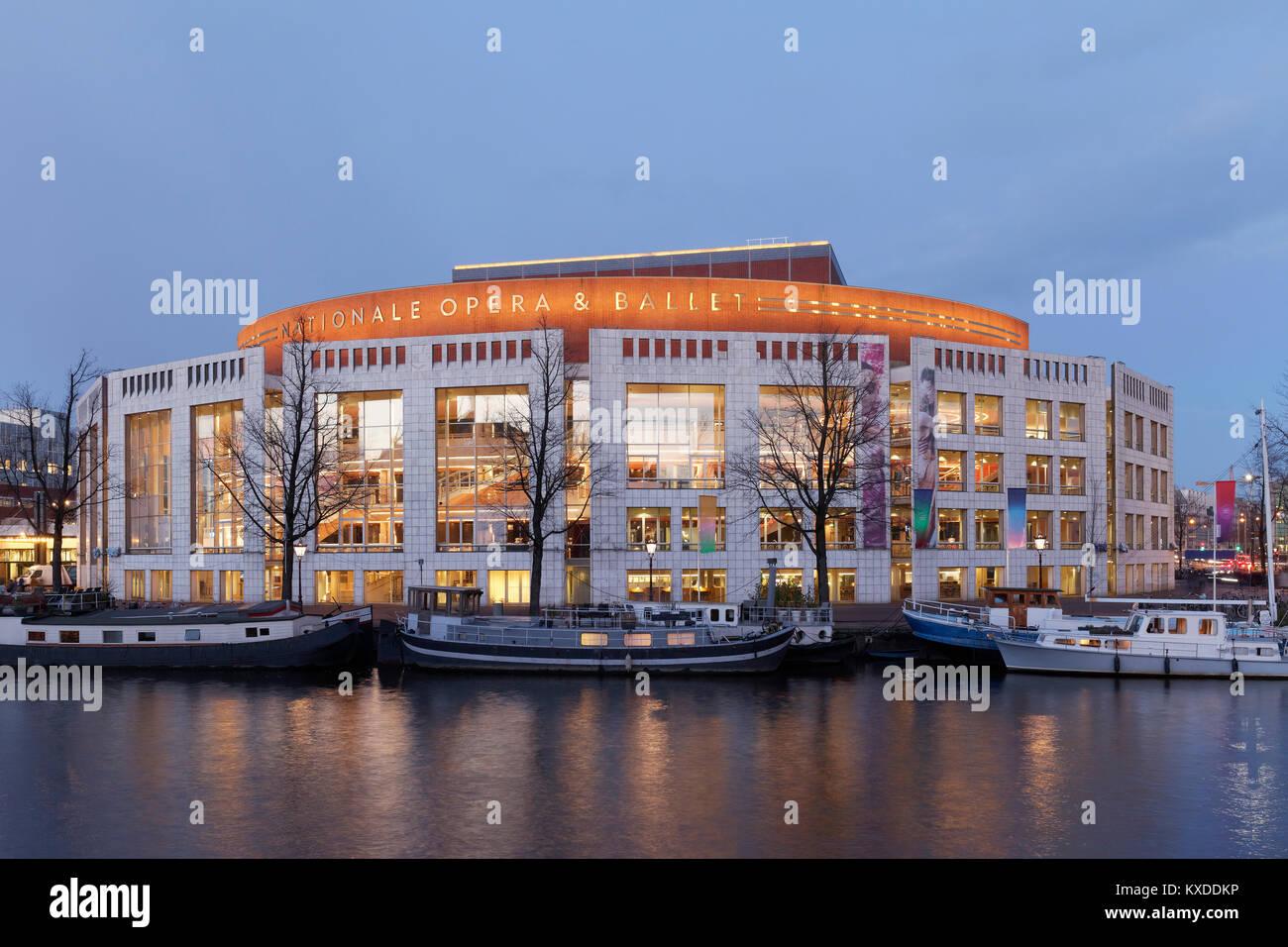 Stopera,de Nationale Opera & Ballet, Opéra Néerlandais et une salle municipale de der,Amstel Amsterdam,Dawn,Hollande,Pays Banque D'Images