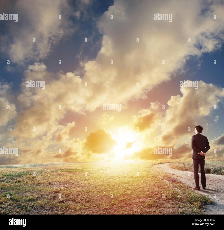Man sur l'avenir de la nouvelle opportunité d'affaires Photo Stock
