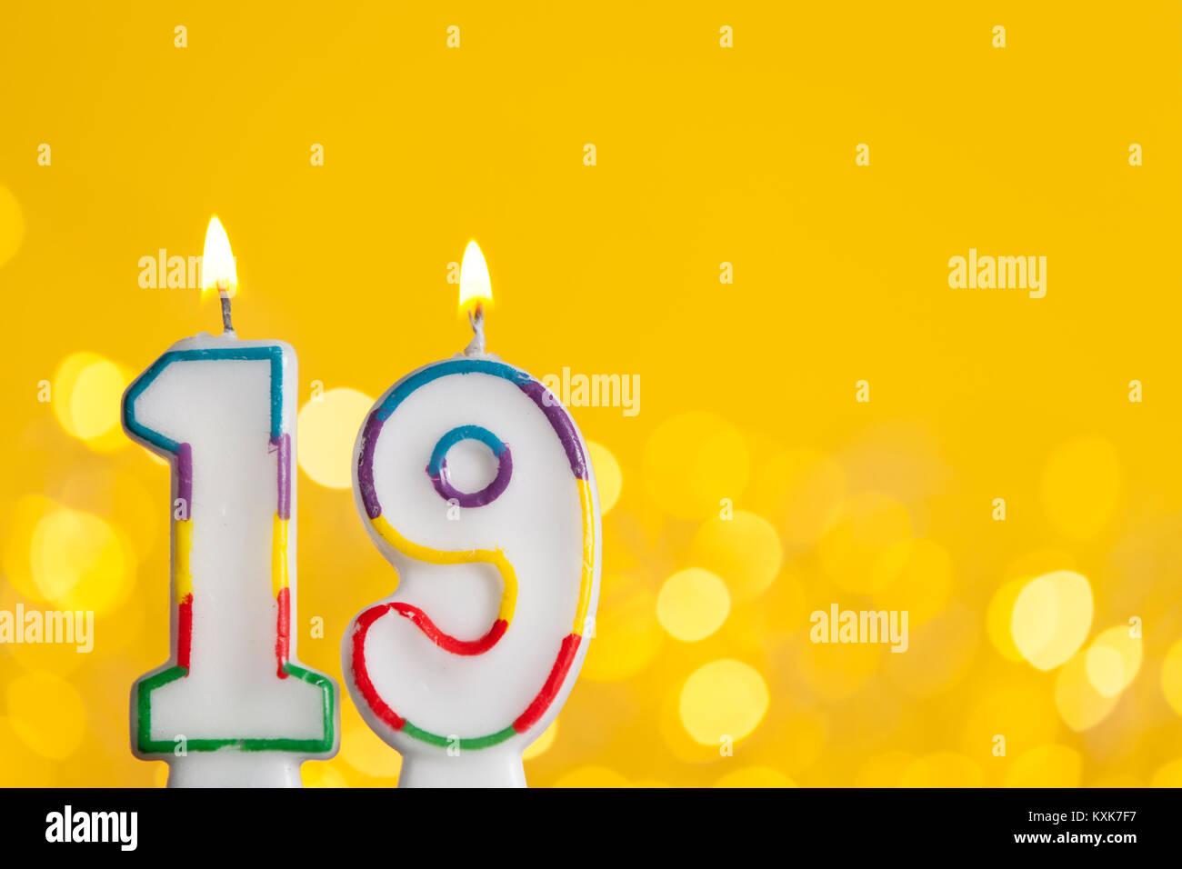 """Résultat de recherche d'images pour """"anniversaire 19 bougies"""""""