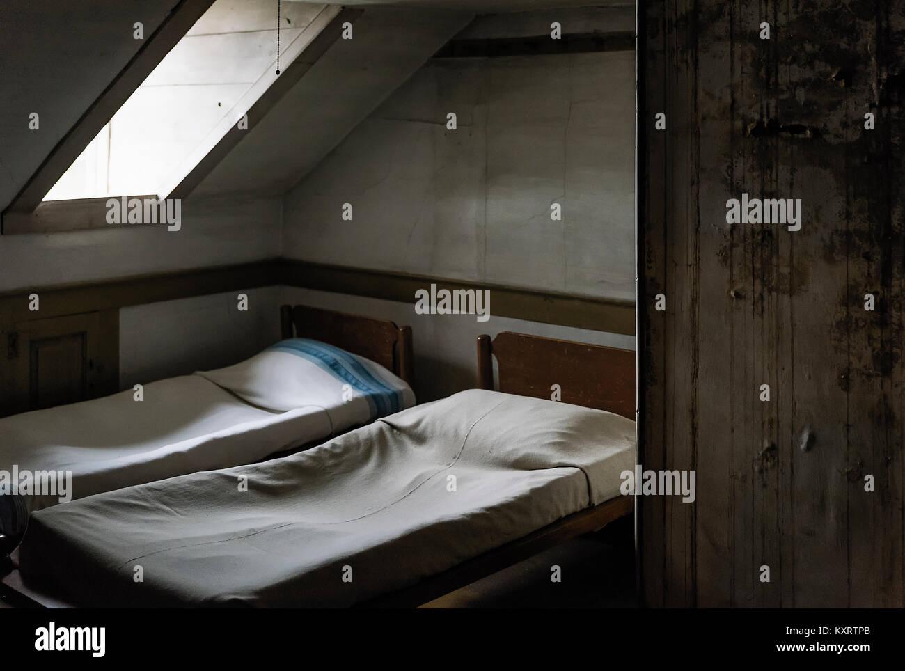 Chambre austère avec puits. Photo Stock