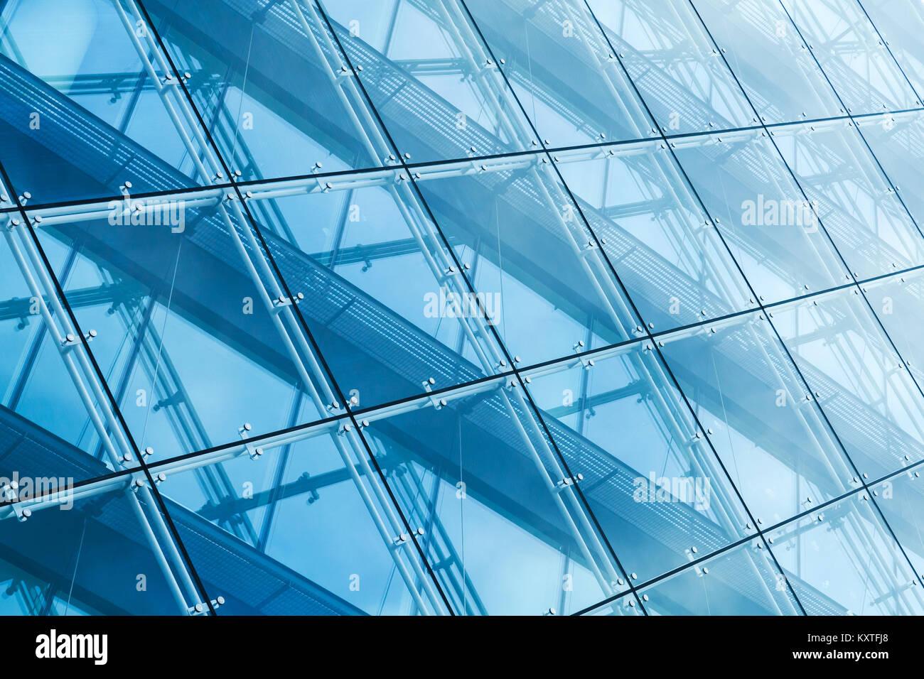 L\'architecture moderne, mur-rideau en verre dans les tons bleus et ...