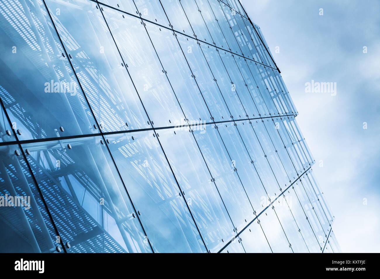 Mur rideau bleu fait des constructions de verre et d\'acier aux ...
