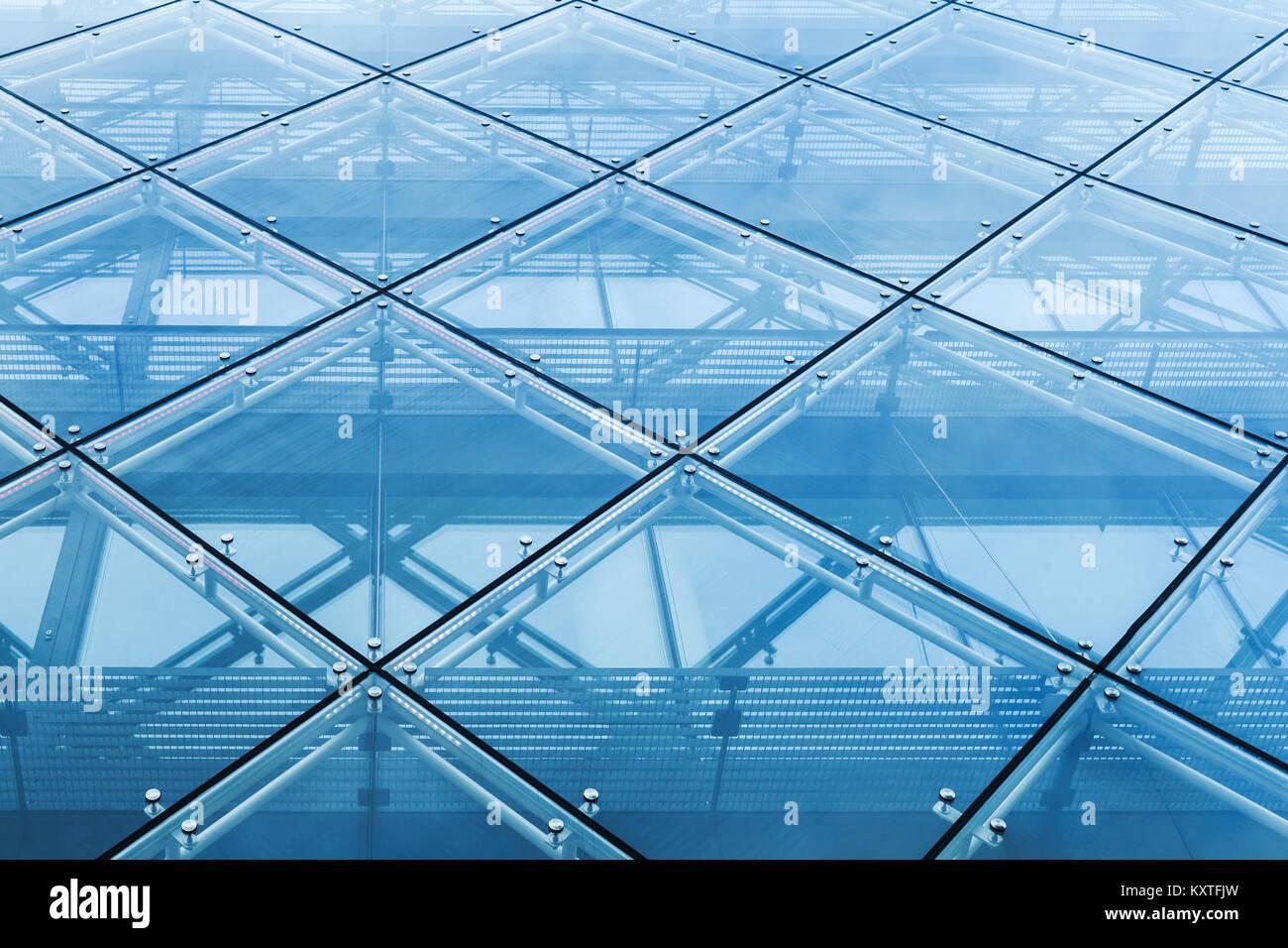 Mur rideau moderne fait de verre et de constructions en acier Banque ...