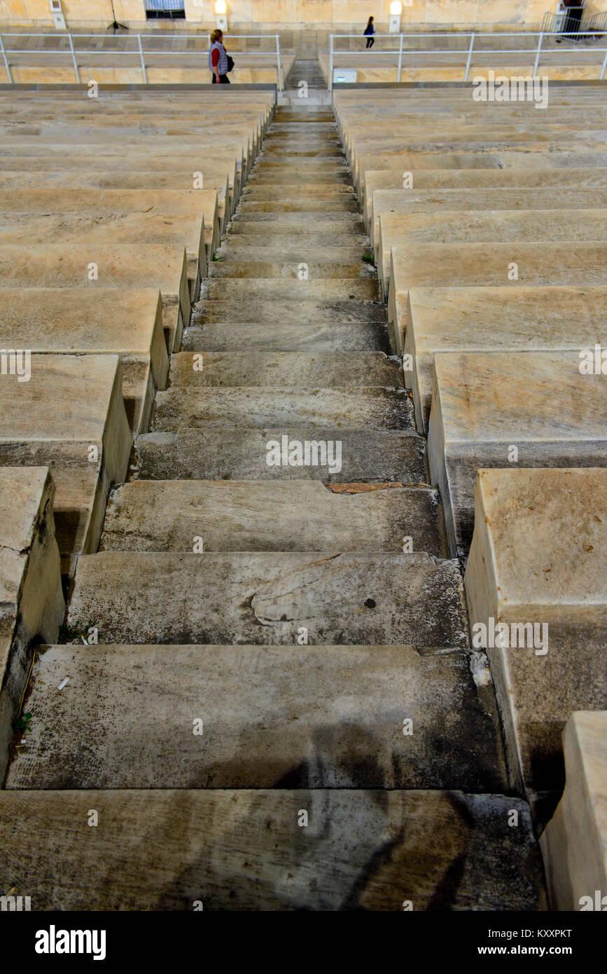 Longue rangée de marches en pierre Photo Stock