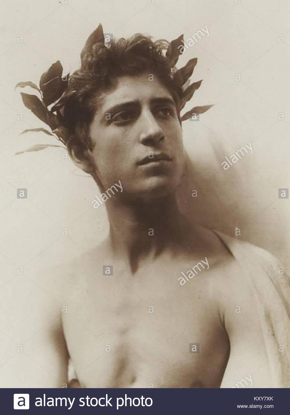 Wilhelm Von Gloeden, (1856-1931) - n. 1590 - Adolescente laureato - Sito del Musée d'Orsay Photo Stock