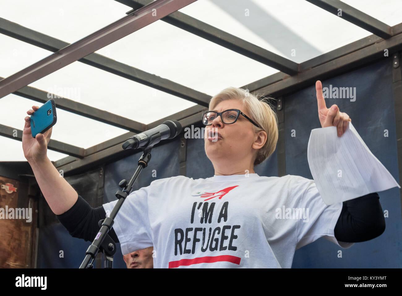 Réfugié bosniaque Zrinka Bralo de citoyens UK demande à chacun d'enregistrer et de tweeter 8 Photo Stock