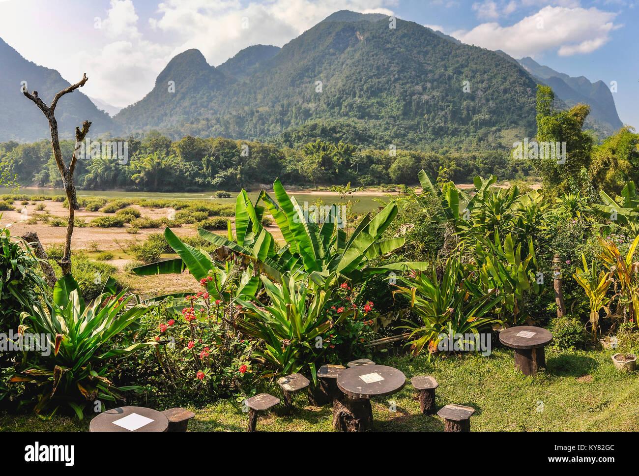 Jardin dans le village de Muang Ngoi dans le Nord du Laos Banque D'Images